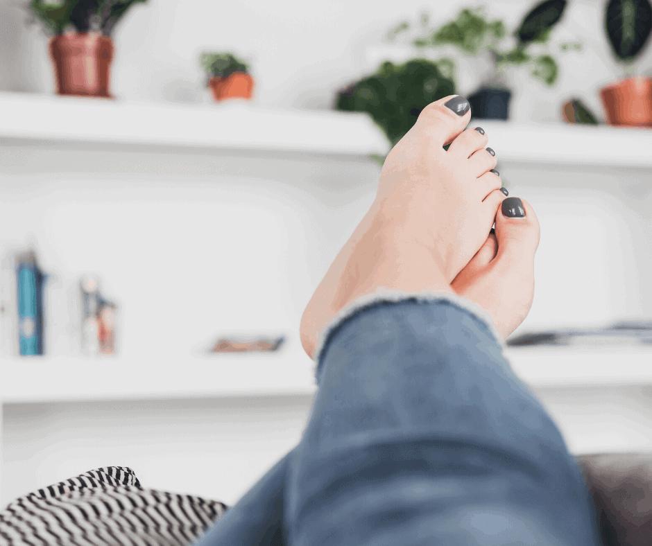 pregnant women feet swelling treatment